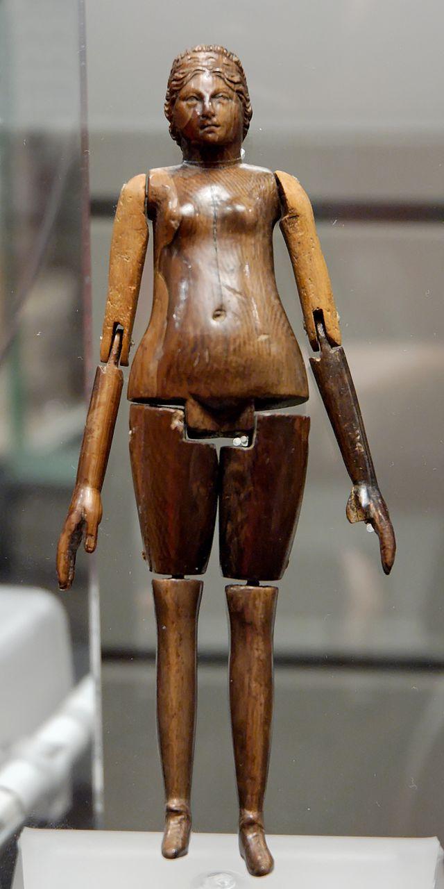 Baños Antiguos Grecia:Muñeca articulada, marfil, Museo Nacional Romano (Museo Nacional de