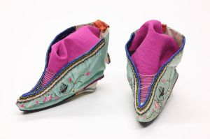 800px-Foot_binding_shoes_1