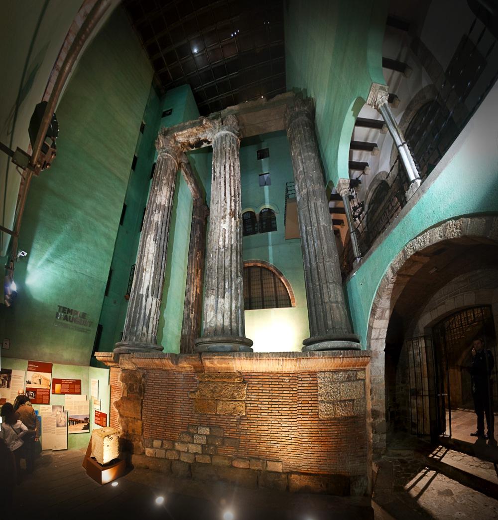 Panorámica de las ruinas del Templo de Cesar Augusto en Barcino