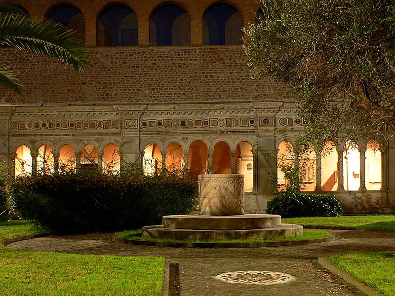 El Claustro de la Basílica de San Juan de Letrán, catedral del Obispo de Roma, Italia.