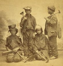 Studio_portrait_of_young_chimney_sweeps,_by_Havens,_O._Pierre_1838-1912_(crop)