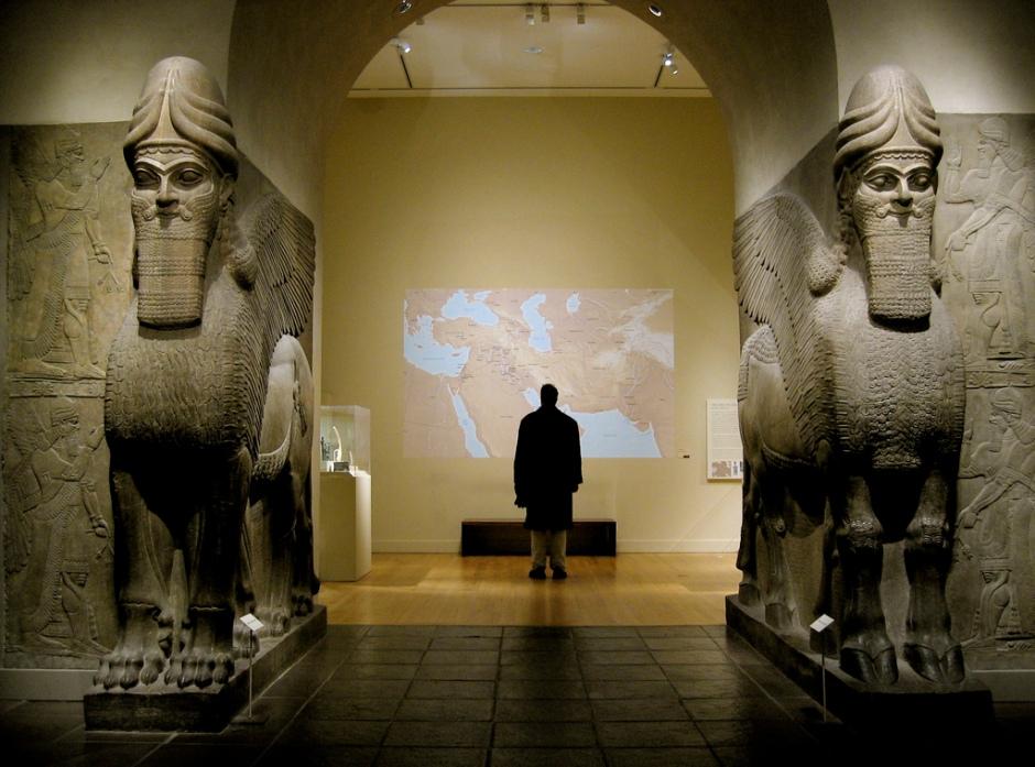 puerta asiria
