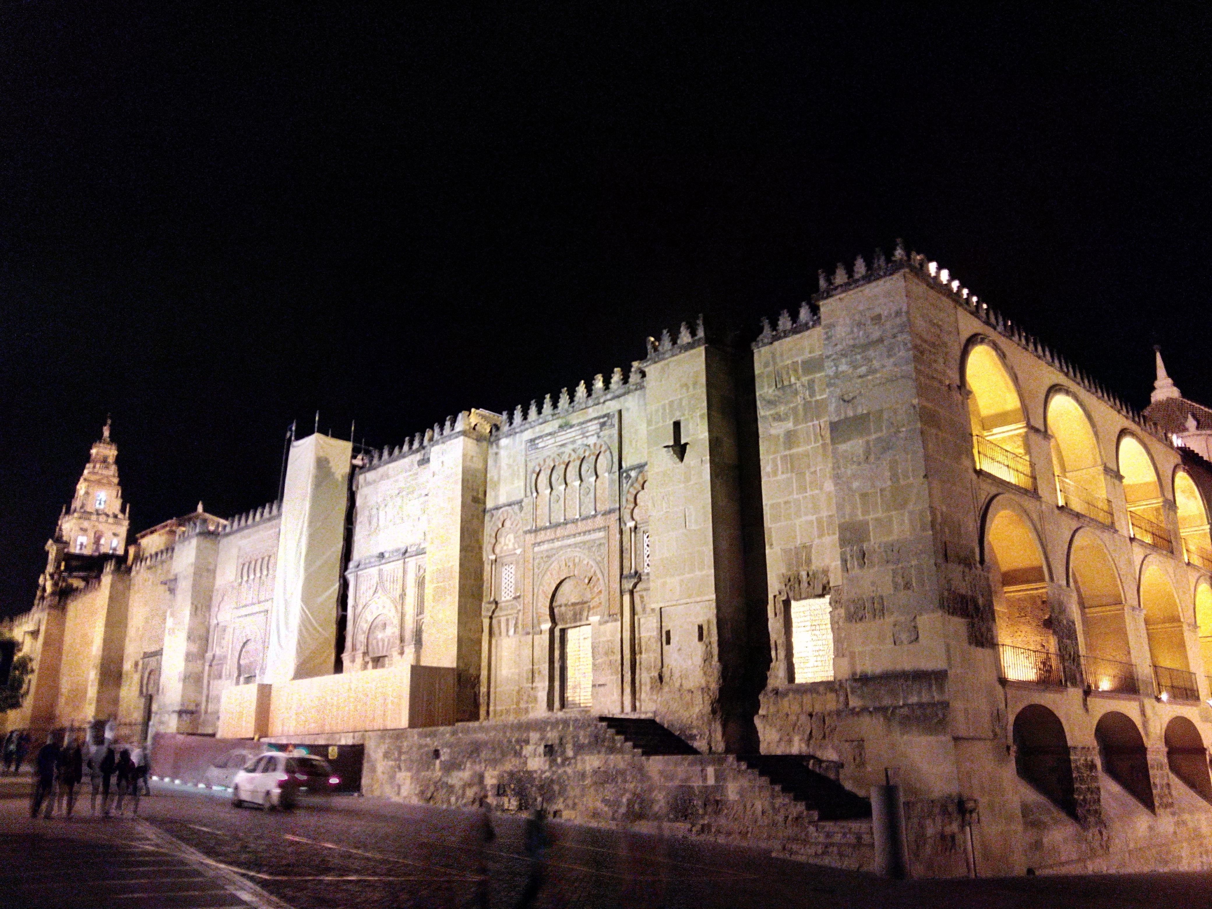 Un lugar de la historia catedral o mezquita mezquita o - Mezquita de cordoba de noche ...
