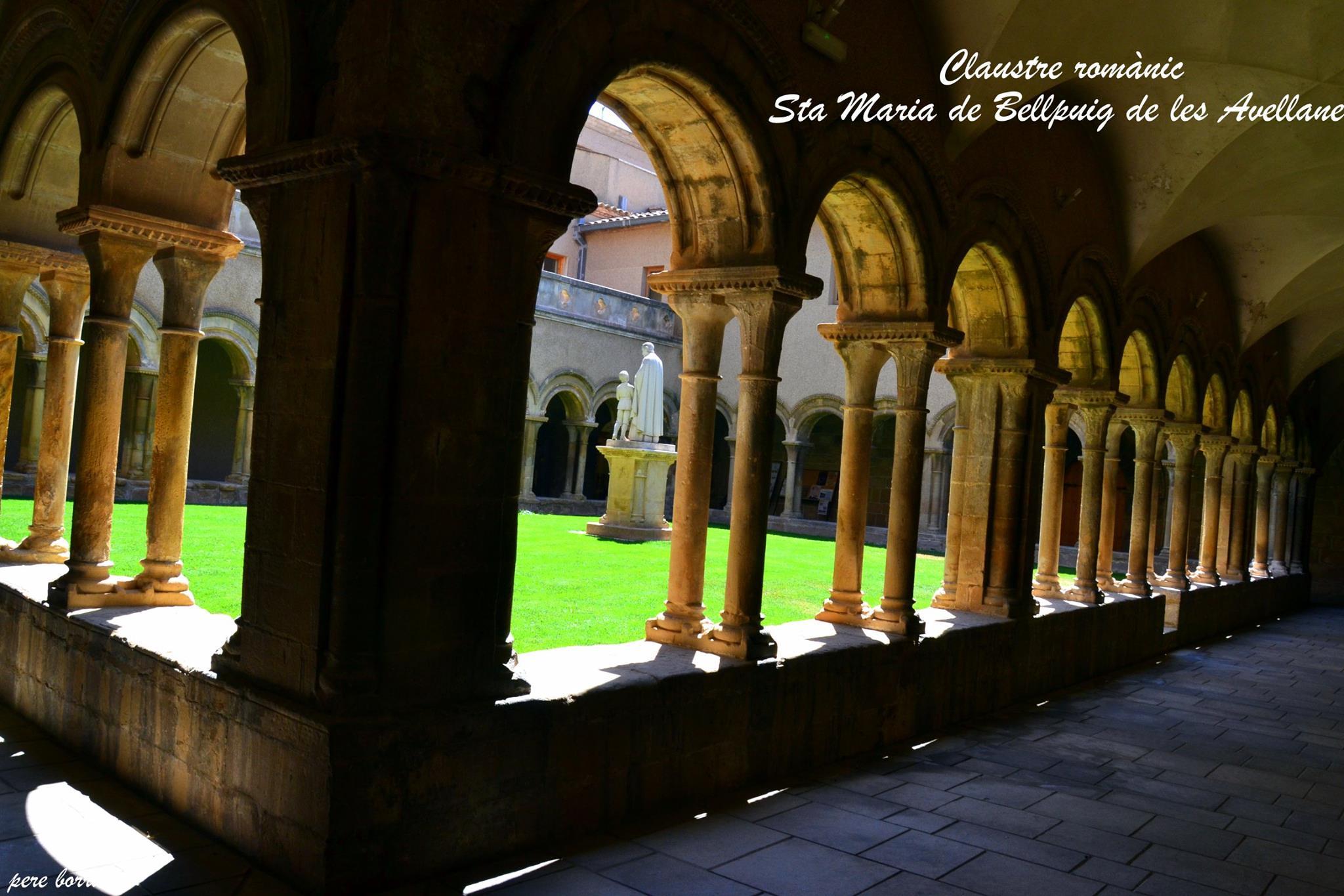 Claustro del Monasterio de Santa Maria de Bellpuig de les Avellanes en Lérida (antigua abadía del s. XII)