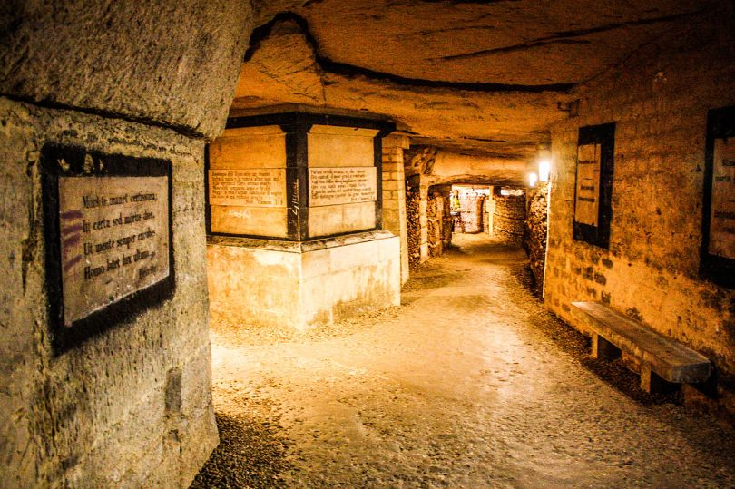 Catacombs_of_Paris,