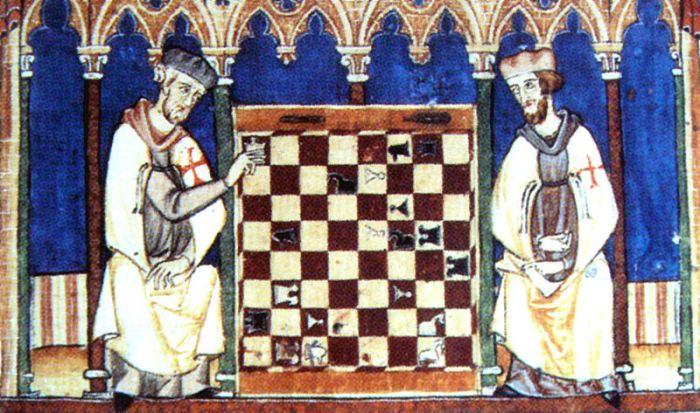 Caballeros Templarios jugando al ajedrez