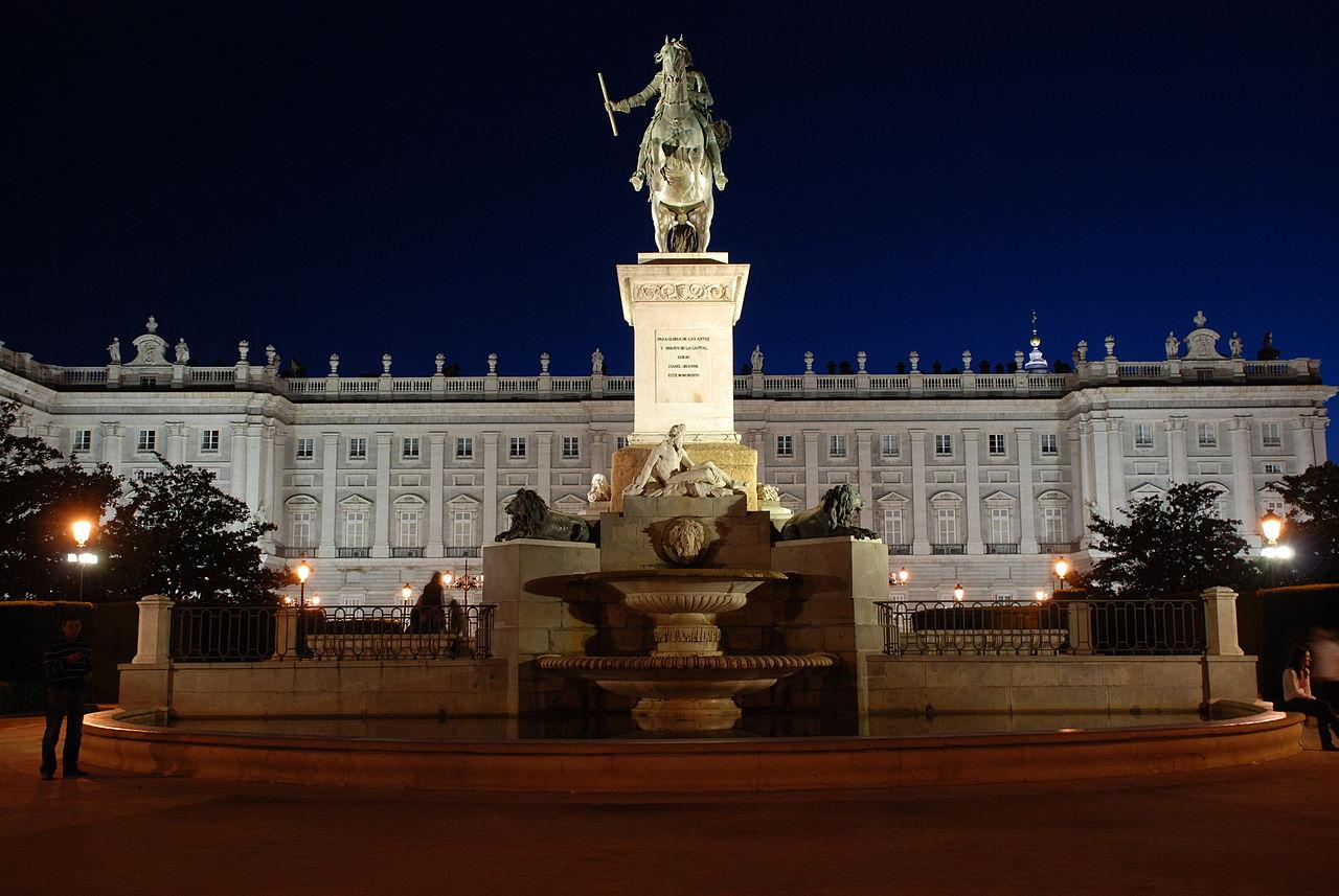 1280px-Madrid_Royal_Palace_at_Night