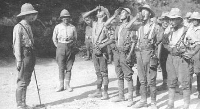soldados británicos quinina