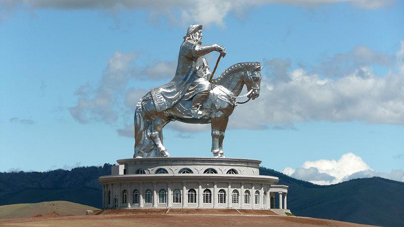 gengis-kan estatua ecuestre