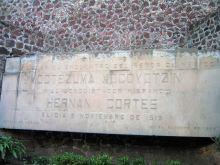 Monumento del encuentro de Moctezuma y Hernan Cortes