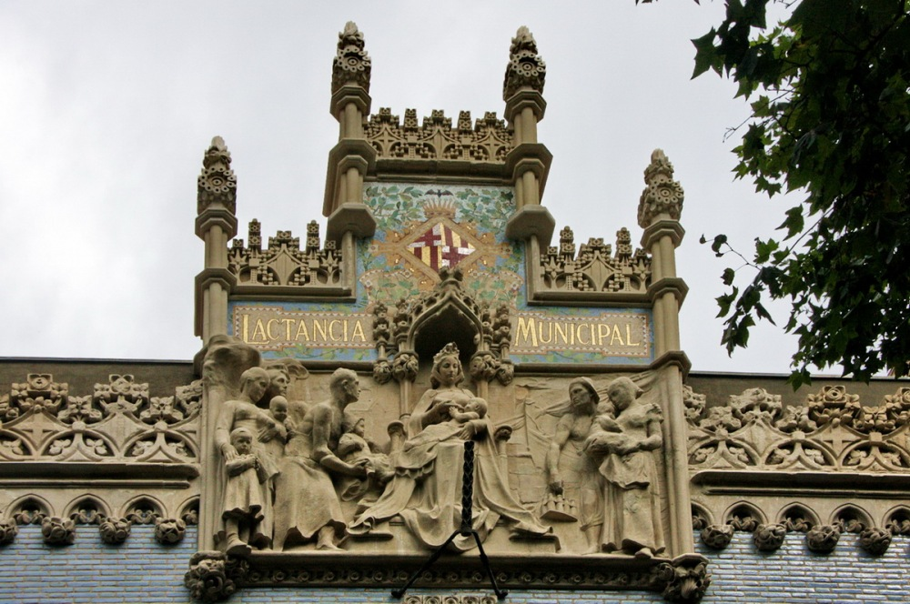 Casa de la Lactància - Modernismo catalán (1908-1913, Antoni de Falguera i Sivilla and Pere Falqués i Urpí)