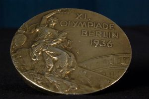 1280px-WoodRuff_1936_Olympics_medal_front