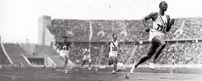 jesse owens -logro-victoria-con-amplio-margen-final-los-200-metros-lisos-prueba-que-sumo-tercera-sus-cuatro-medallas-oro-fondo-llamada-puerta-maraton-1433110152132