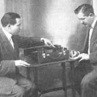 Mónico Sánchez y su aparato de rayos X portátil