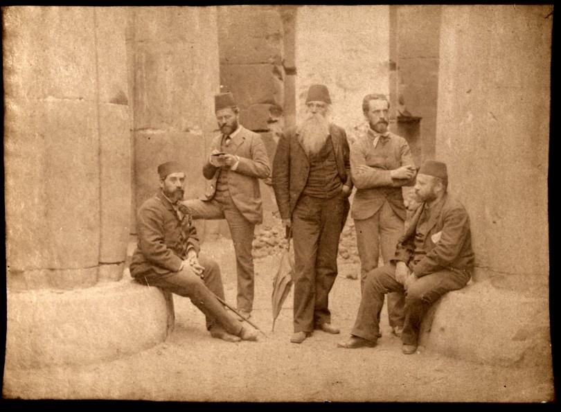 Eduard Toda, segon per l'esquerra, durant la seva estada a Egipte.