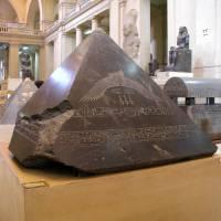 Piedras, pirámides y piramidiones
