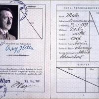 Entre setas y pasaportes, el secreto de la falsificación nazi