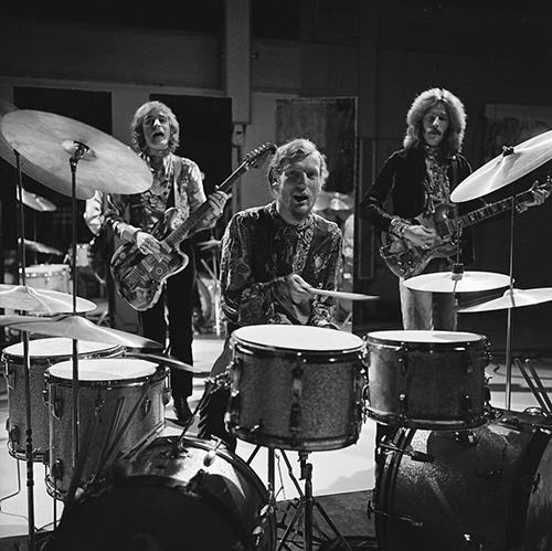 Cream actuando en un programa televisivo en 1968. De izquierda a derecha: Bruce, Baker y Clapton.